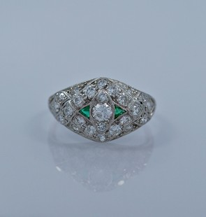 21-ct-diamond-emerald-platinum-art-deco-engagement-ring