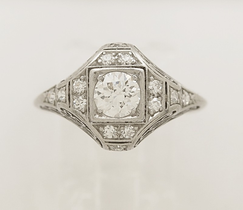 Art-Deco-Platinum-Diamond-Engagment-Ring