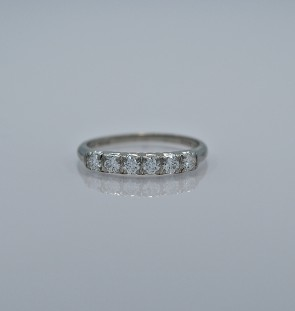 platinum-art-deco-wedding-band-head