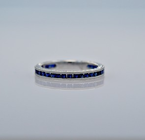 band-gold-estate-sapphire-eternity-head