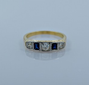 engagement-ring-platinum-gold-diamond-sapphire-head-on