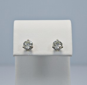 platinum-diamond-stud-earrings-head