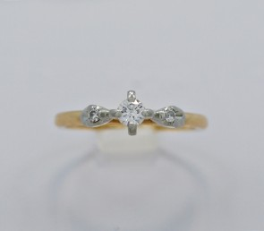 Diamond-Engagement-Ring-Gold