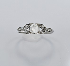 Platinum-Art-Deco-Ring-Diamond
