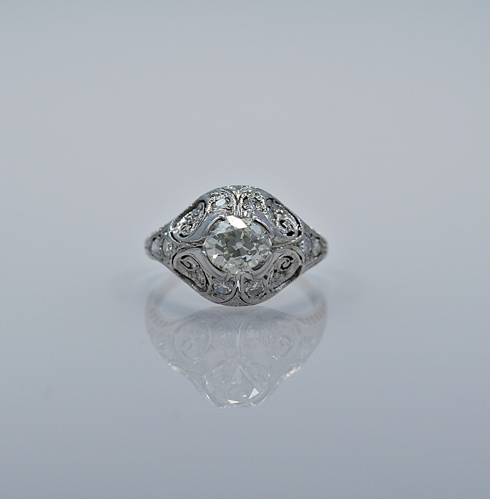 82-ct-diamond-platinum-art-deco-engagement-ring-head