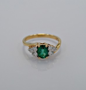 estate-diamond-emerald-61-gold-engagement-ring