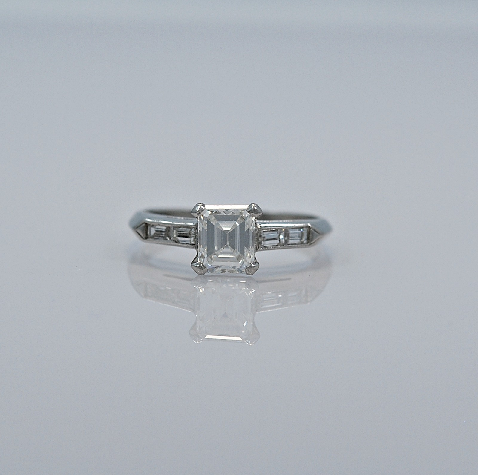 80ct-diamond-platinum-art-deco-engagement-ring-head